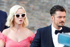 Katy Perry - Orlando Bloom hoãn cưới lần hai