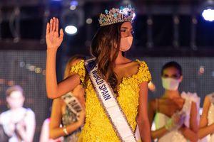 Hoa hậu Thế giới Tây Ban Nha mang khẩu trang khi đăng quang