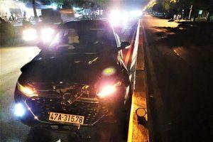 Ô-tô đâm xe máy đang chờ sang đường, hai mẹ con tử vong