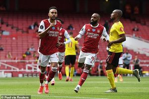 Arsenal tiễn Watford xuống hạng