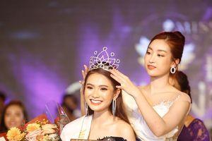 Hoa hậu Đỗ Mỹ Linh trao vương miện cho tân Hoa khôi đại học FPT Cần Thơ