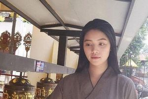 Sau tai tiếng, Jolie Nguyễn lên chùa, gương mặt mặt nhợt nhạt thiếu thần sắc