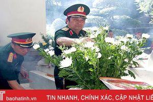 Phó Tổng Tham mưu trưởng Quân đội nhân dân Việt Nam dâng hương tại Ngã ba Đồng Lộc