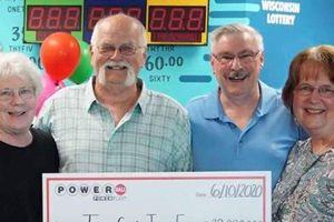 Giữ lời hứa 20 năm, cụ ông chia đôi giải thưởng 510 tỷ cho bạn thân