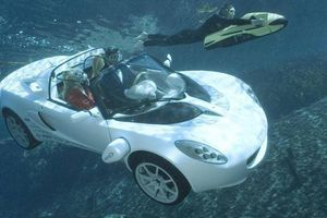 Khám phá chiếc ô tô có thể di chuyển dưới nước như trên cạn
