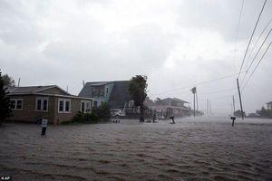 Cận cảnh bão Hanna tàn phá bang Mỹ giữa đại dịch COVID-19