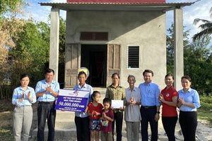 Quảng Bình: Trao tặng nhà tình nghĩa cho các gia đình chính sách