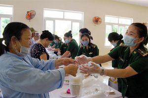 800 suất cháo tình thương trao tặng các bệnh nhân tại Hà Tĩnh