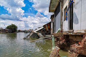 Vì sao sạt lở bờ sông ở Đồng bằng sông Cửu Long gia tăng bất thường?