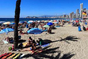 Tây Ban Nha chỉ trích việc Anh khuyến cáo hạn chế du lịch đến nước này