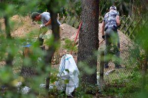 100 cảnh sát Đức đào xới vườn vì vụ mất tích chấn động 13 năm trước