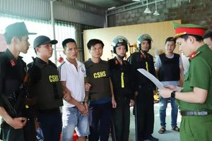 Bắt nhóm chuyên 'bảo kê' trước nhà máy Formosa, thu nhiều súng và đạn