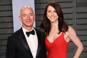 Vợ cũ Jeff Bezos quyên góp gần 1,7 tỷ USD làm từ thiện