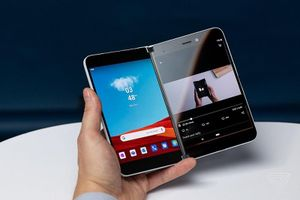 Ngắm siêu phẩm smartphone màn hình kép của Microsoft sắp lên kệ