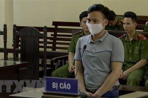 Nguyên Chánh văn phòng Tòa án ở Hòa Bình lĩnh án 30 tháng tù treo