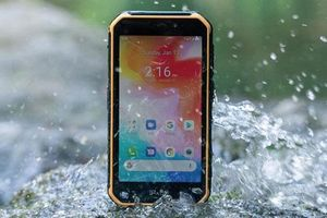 Trên tay smartphone 'nồi đồng cối đá', RAM 4 GB, pin 4.000 mAh, giá 3 triệu đồng