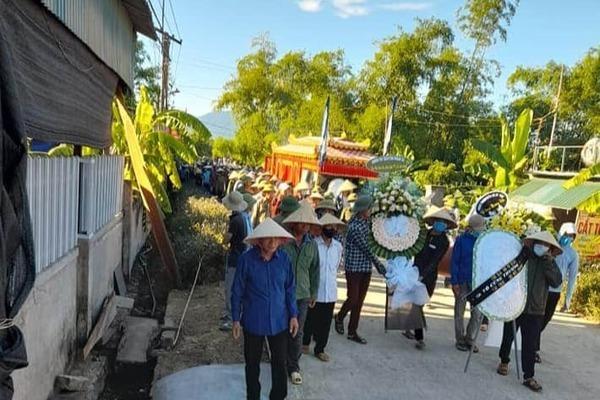 Xót xa đám tang không cha mẹ của 3 đứa trẻ chết cháy ở Hà Tĩnh