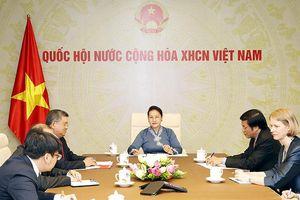 Chủ tịch QH Nguyễn Thị Kim Ngân điện đàm với Chủ tịch QH Niu Di-lân T.Ma-lát