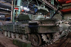Xe tăng T-64, T-72 cũ nát trong xưởng sửa chữa vũ khí Quân đội Ukraine
