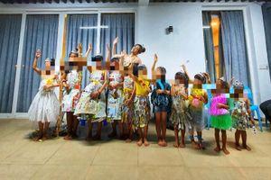 Hoa hậu Khánh Vân thực hiện lời hứa, tặng vương miện cho các bé OBV