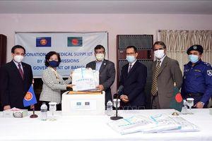 Ủy ban ASEAN tại Dhaka trao tặng vật tư y tế cho Bangladesh