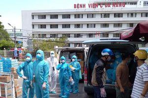 Co.opmart Đà Nẵng vừa lo bán hàng, vừa lo 'tiếp tế' các bệnh viện lớn