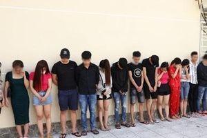 50 nam, nữ 'dính' ma túy trong khách sạn và karaoke