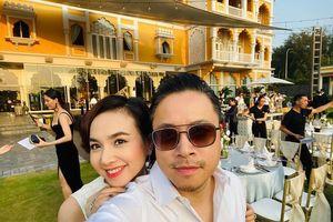 Bà xã của đạo diễn 'Victor Vũ' khoe bụng bầu 9 tháng cùng nhan sắc đỉnh cao