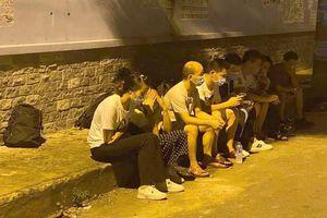 Người đàn ông nghi ngờ cầm đầu đường dây dẫn 19 người Trung Quốc nhập cảnh trái phép có biểu hiện ho và sốt