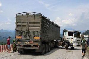 Hòa Bình: Va chạm với xe đầu kéo, 2 mẹ con thương vong