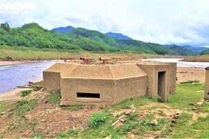 Hạn hán khốc liệt, lô cốt quân sự lộ thiên sau 8 năm chìm dưới lòng hồ thủy điện