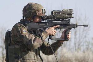 Vì sao súng trường FAMAS 'chết yểu' dù có tốc độ xả đạn cực cao?