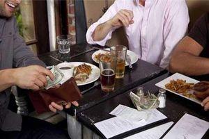 Nghe xong 2 câu chuyện này, đảm bảo bạn sẽ 'tự trả tiền' khi đi ăn uống mãi mãi