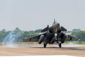 Báo Trung Quốc: Rafale vượt trội Su-30MKI nhưng chưa phải đối thủ J-20