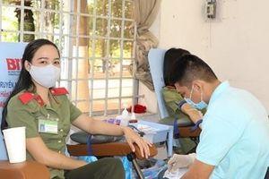 Gần 400 giáo viên, sinh viên An ninh hiến máu vì đồng đội thân yêu