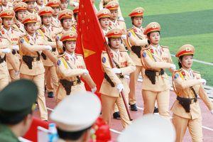Những 'bóng hồng' nổi bật trong màn diễu binh lực lượng Công an nhân dân