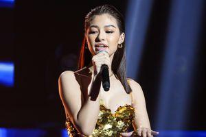 Á hậu Kiều Loan rap về người đẹp bị chê 'chân dài não ngắn'