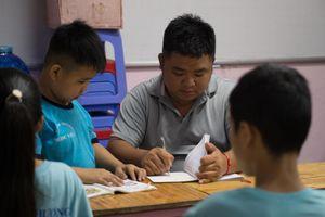 Lớp học 0 đồng, học trò là 'viên ngọc quý' của thầy ở TP.HCM