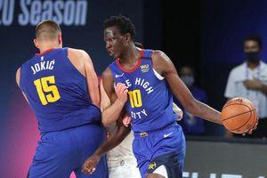 Dàn cầu thủ cao hơn 2 m không thể giúp đội bóng rổ NBA thoát thua