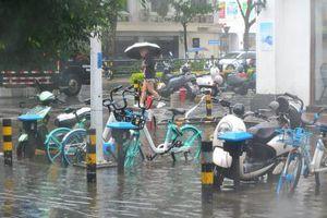 Trung Quốc đối mặt bão chồng bão, miền Nam vẫn mưa lớn