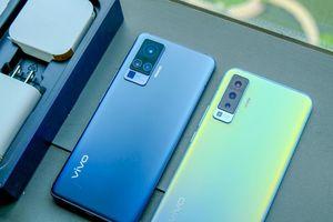 Trên tay vivo X50 và X50 Pro: Ngoại hình chắc chắn cầm thích tay, cụm camera nổi bật
