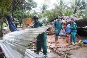 Gần 200 căn nhà bị sập và tốc mái do giông lốc tại Hậu Giang