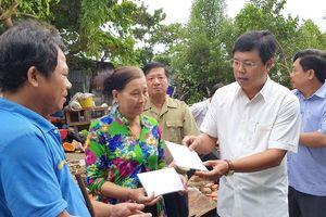 377 nhà dân ở Cà Mau bị hư hỏng do dông lốc, triều cường