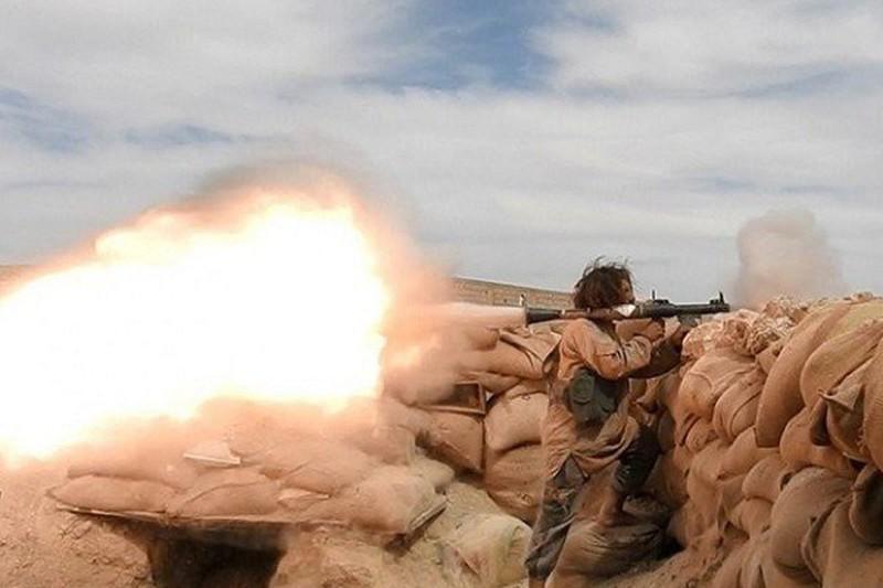 Khủng bố IS tấn công bất ngờ, tàn sát lính Syria ở Deir Ezzor