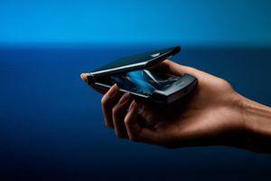 Motorola Razr 2 'lộ ảnh' sắc nét: cảm ứng viền hỗ trợ sử dụng cả khi gập lại