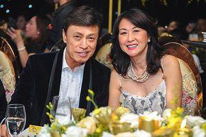 Danh ca Tuấn Ngọc: Thành công đến muộn và hôn nhân viên mãn bên người vợ trẻ đẹp