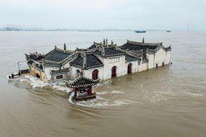 Ổ dịch mới, lũ lụt lịch sử khiến TQ vỡ mộng phục hồi kinh tế