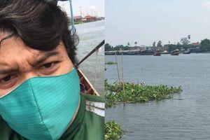 Shipper Thái đi thuyền ra giữa sông giao pizza cho khách