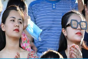 Vợ của hàng loạt cầu thủ nổi tiếng cùng hội tụ tại sân Vinh