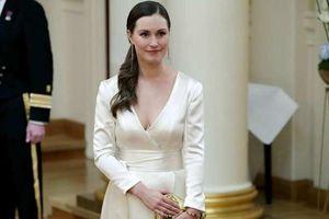 Gu thời trang thanh lịch gợi cảm của nữ Thủ tướng Phần Lan 34 tuổi